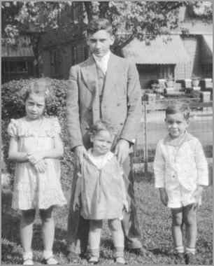 Joe Jr with his younger siblings in 1935